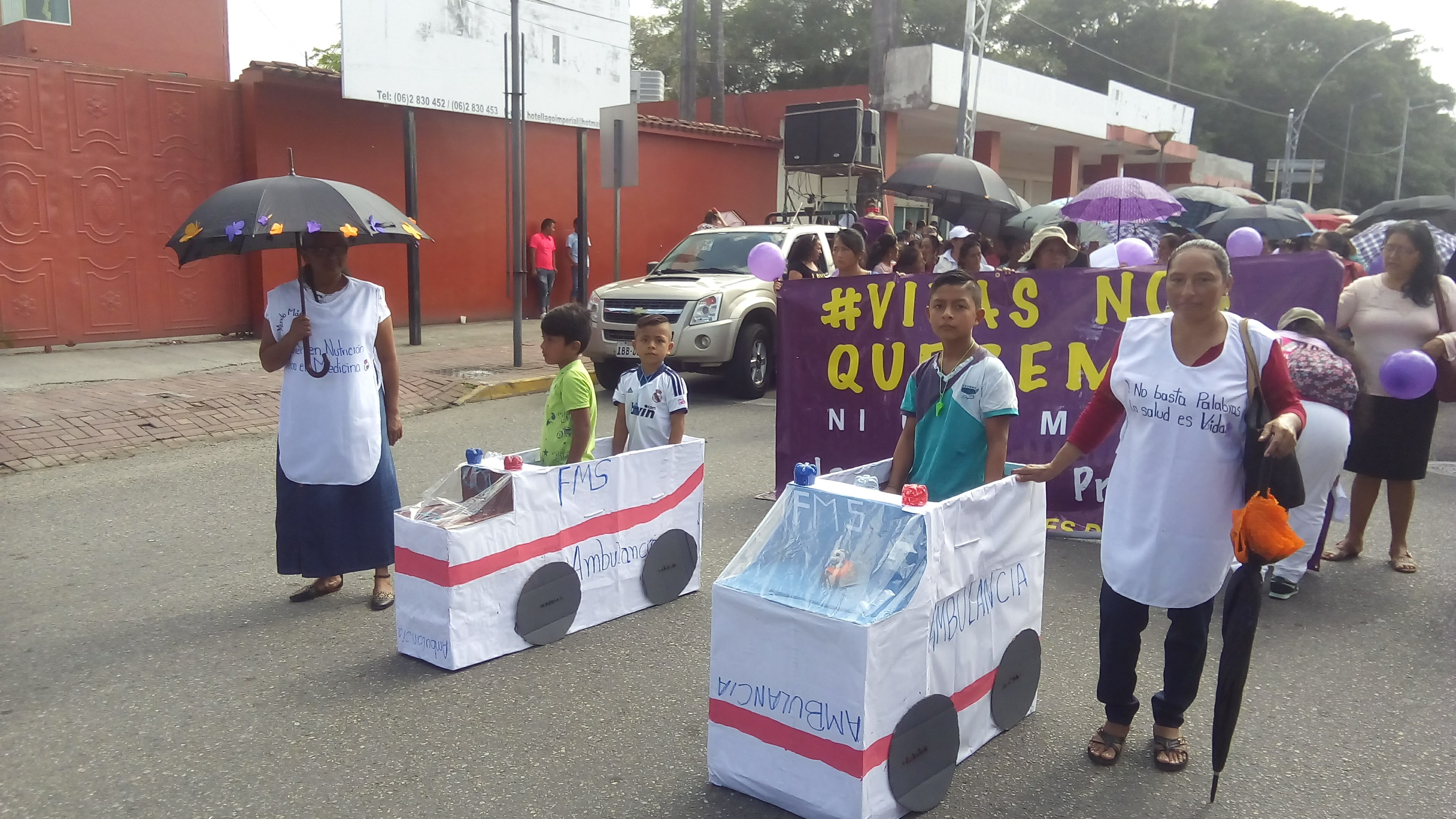 Frauen demonstrieren für ihr Recht auf Gesundheit