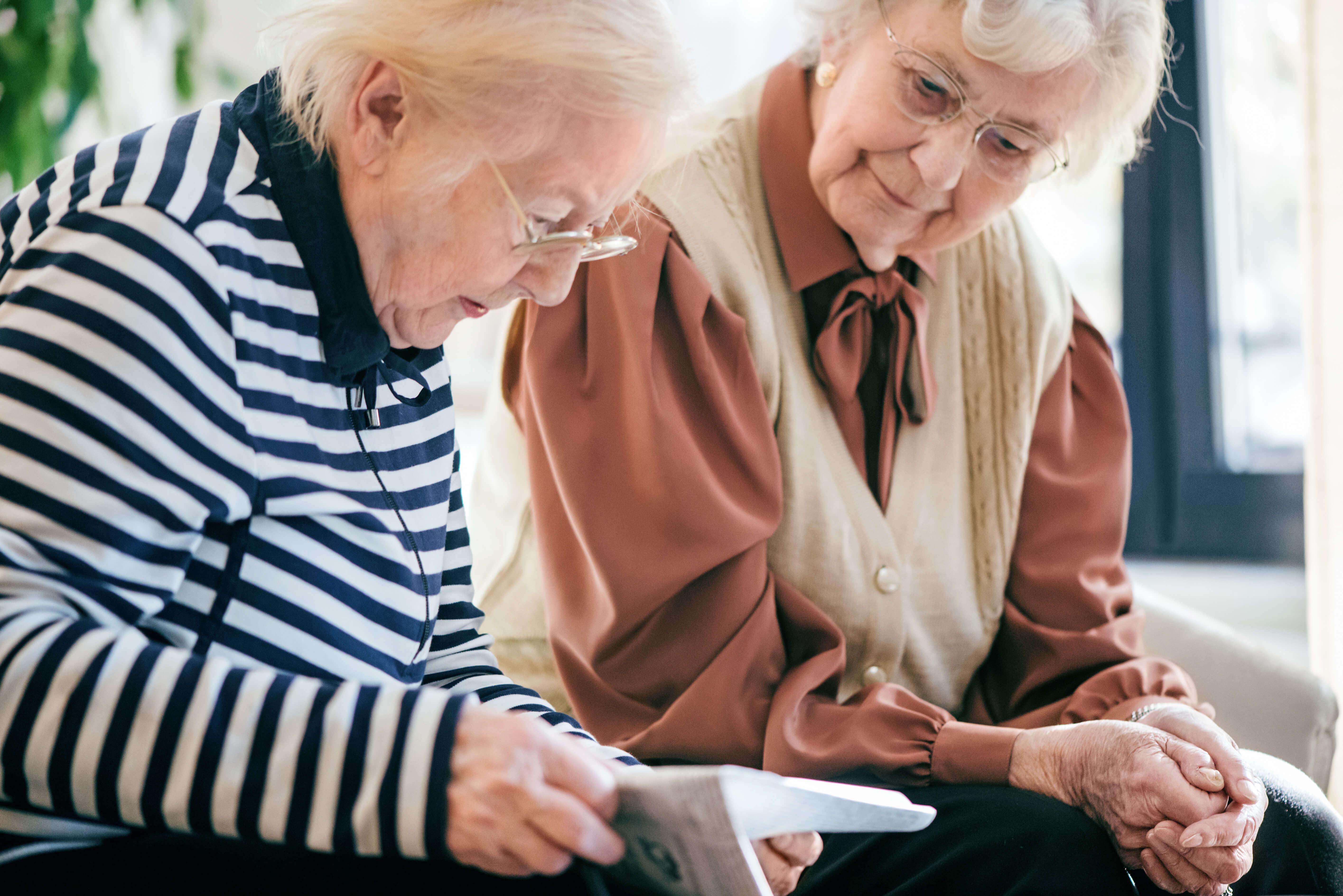 Die Altenpflegeeinrichtungen der Johanniter bieten Senioren eine liebevolle Betreuung.