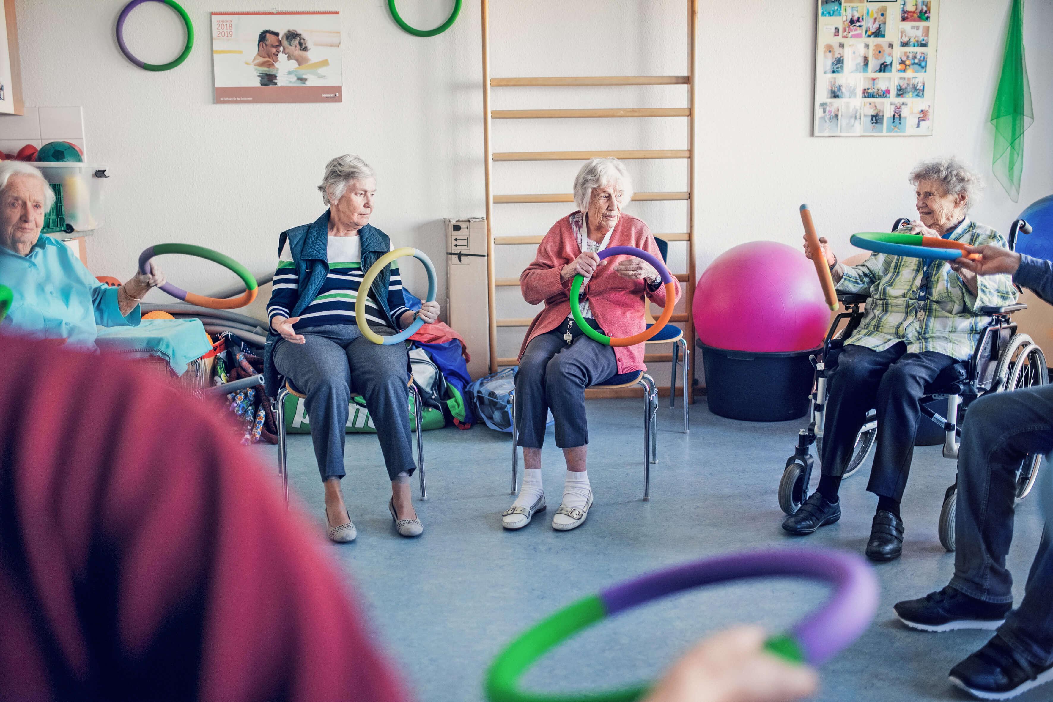Die Pflegedienste der Johanniter befassen sich sowohl mit der körperlichen Gesundheit der Senioren und Seniorinnen als auch mit dem seelischen Wohlbefinden.