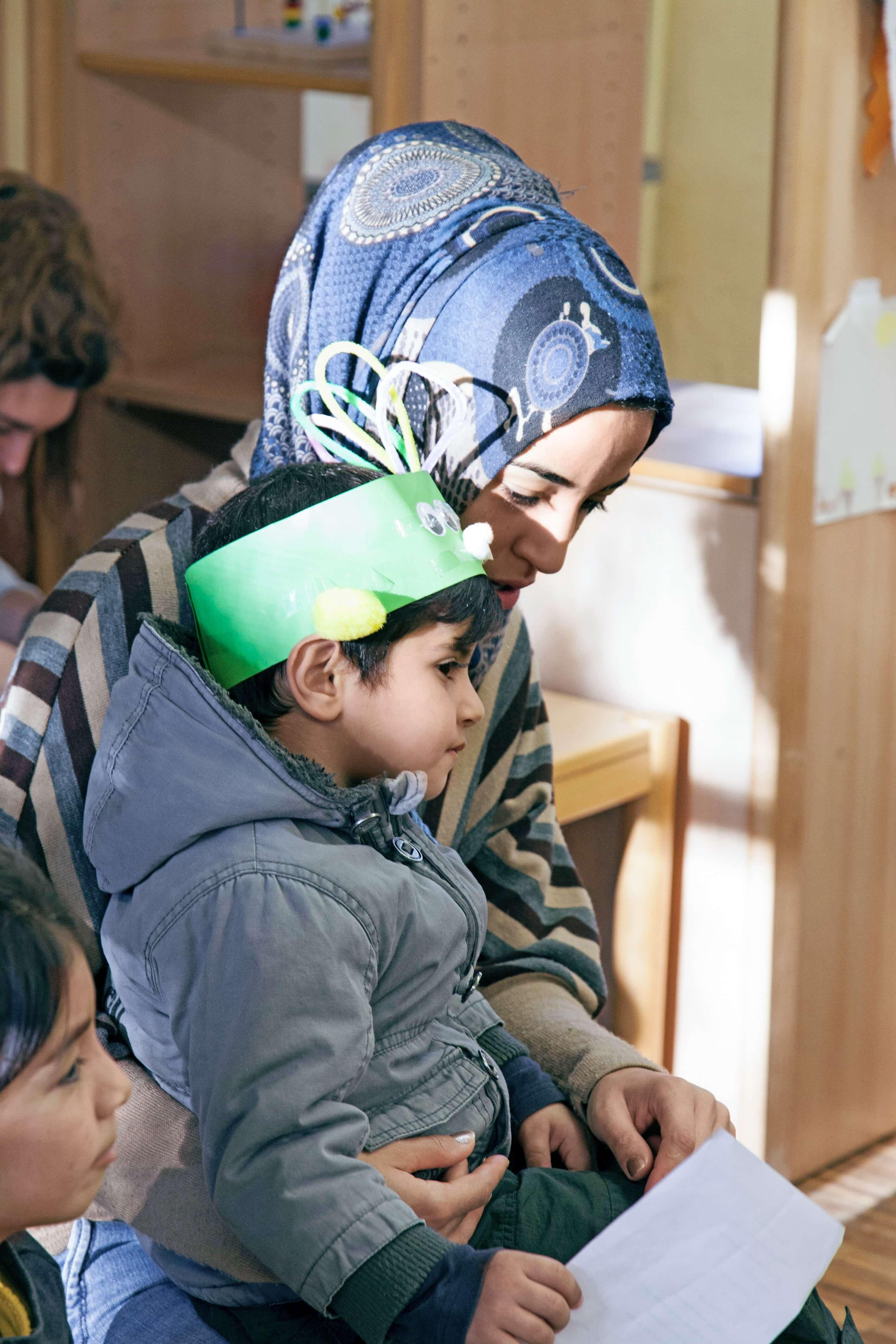 Die Johanniter helfen Menschen mit Flucht- und Migrationshintergrund im Alltag.