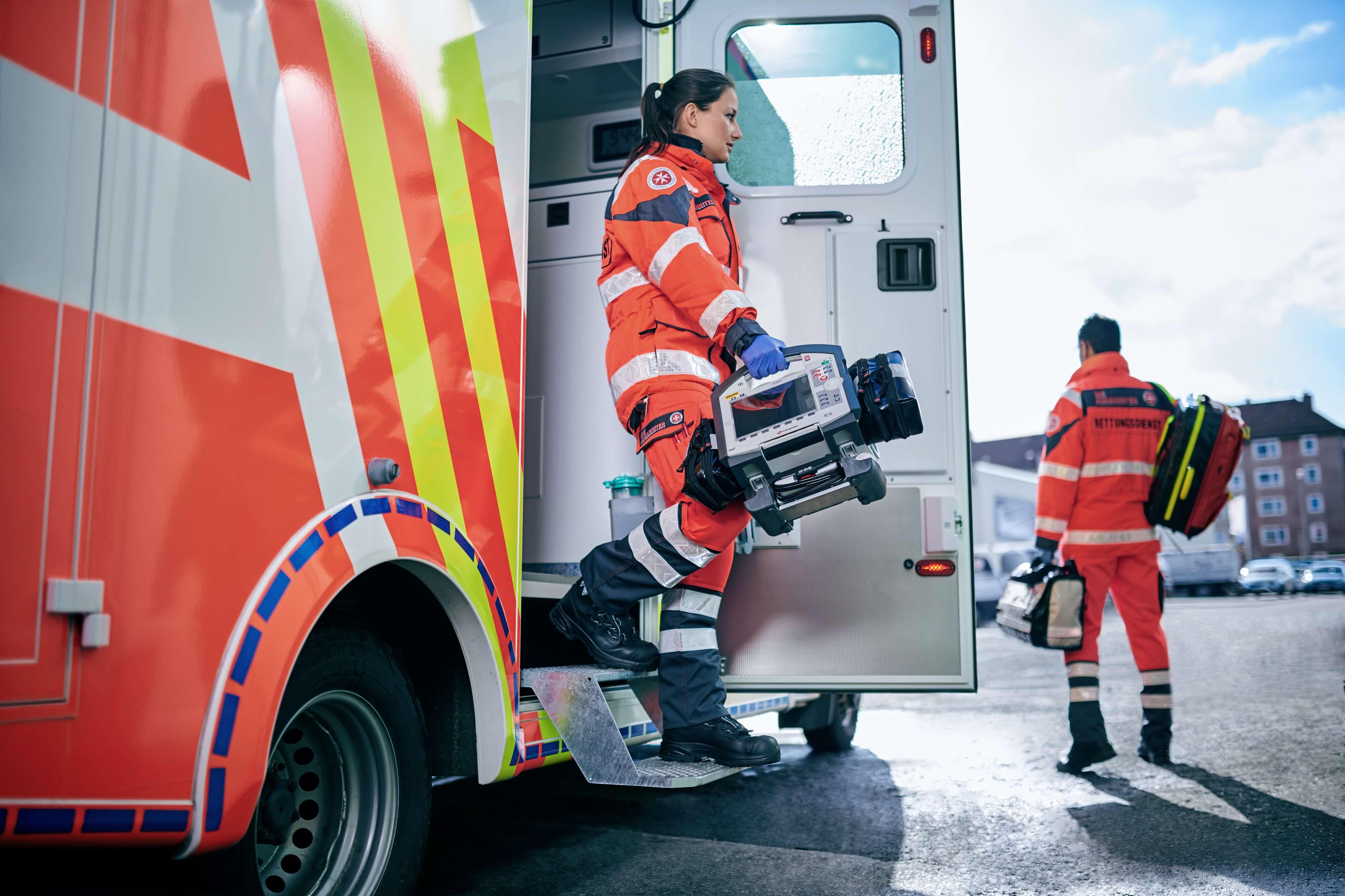 Die Notfall-, Rettungssanitäter und freiwilligen Rettungshelfer können im Ernstfall schnell helfen.