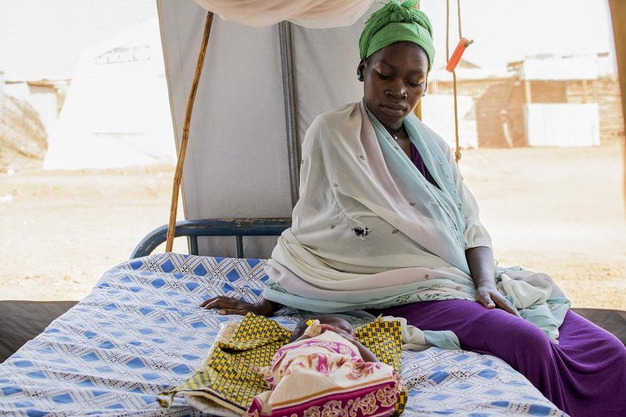 In Obhut genesen: Kleinkinder werden im Stabilisierungszentrum in Südsudan behandelt, die Mütter begleiten sie.