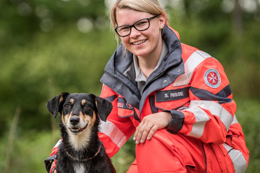 Sabrina & Mina von der Johanniter-Rettungshundestaffel Baden-Karlsruhe
