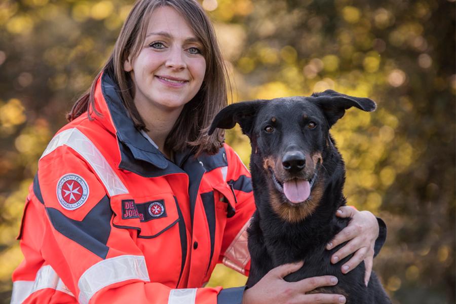 Saskia & Tokala von der Johanniter-Rettungshundestaffel Baden-Karlsruhe