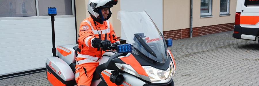Detlef Petersen sichert als ehrenamtlicher Biker in den warmen Monaten des Jahres die Autobahnen in der Region ab und unterstützt bei Autopannen und als Stauhelfer.