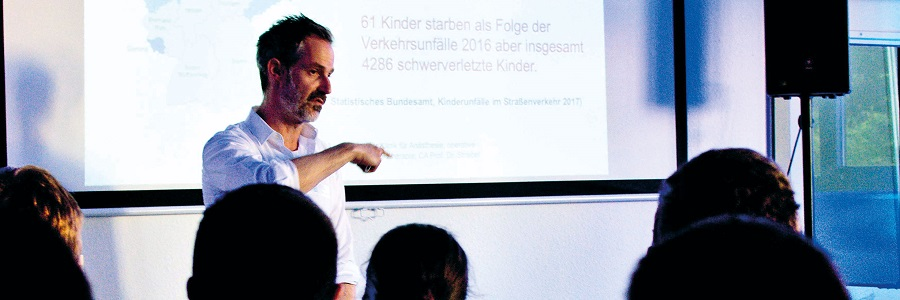 "Dr. Tino Bastiani referiert zum Thema ""Kinderpolytrauma""."