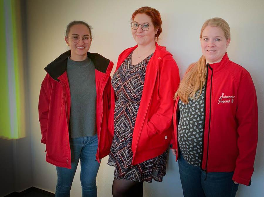 Die Mitglieder der Landesleitung in Niedersachsen/Bremen sind (v.r.n.l.): Lisa Schorr (Landesjugendleiterin), Steffanie Rohde (Landesjugendleiterin) und Selma Dag (stellv. Landesjugendleiter).