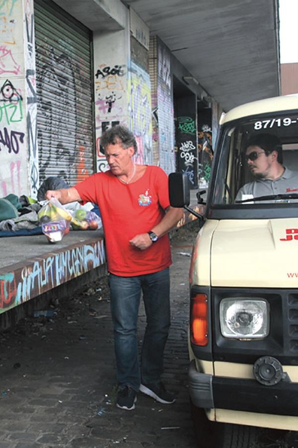 Für die obdachlosen Menschen in Bremen im Einsatz: Unser ehrenamtlichen Helfer des Kältebusses.