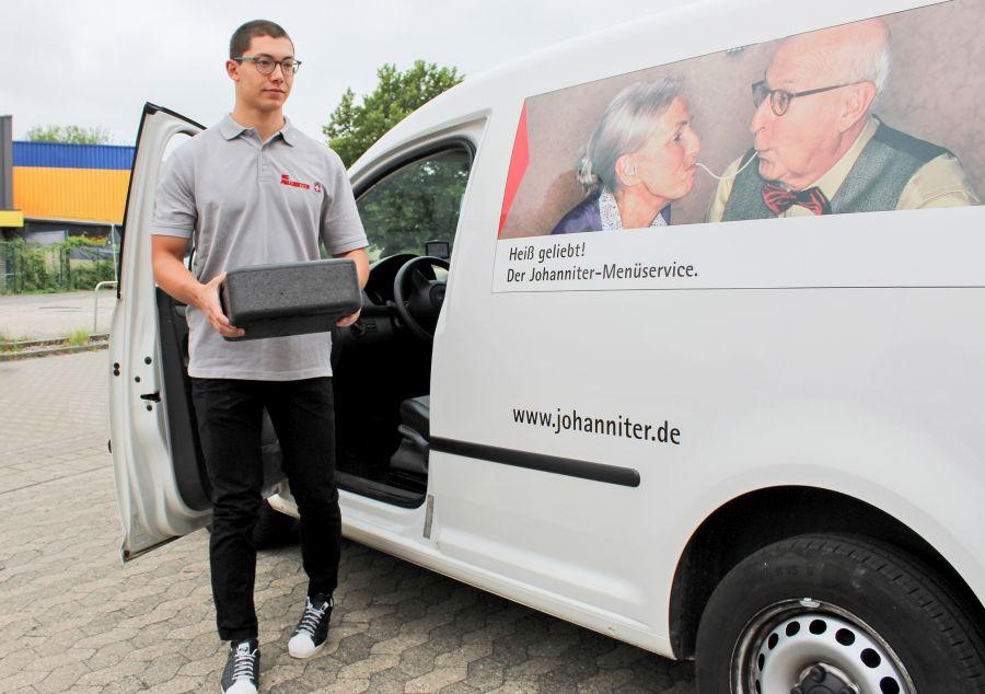 Die Tätigkeiten im Menüdienst sind Teil des Johanniter Freiwilligendienstes.