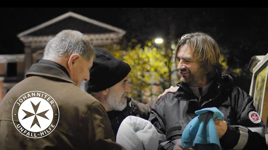 Die Johanniter Gesellschaft für Mitgliedsbetreuung setzt sich für die Kältehilfe ein.