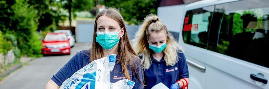 Auch in der Corona-Pandemie zeigen ehrenamtliche Johanniter in NRW vollen Einsatz für ihre Mitmenschen: Sie übernehmen den Einkauf, besorgen Medikamente, helfen in Teststationen und schenken immer ein offenes Ohr.