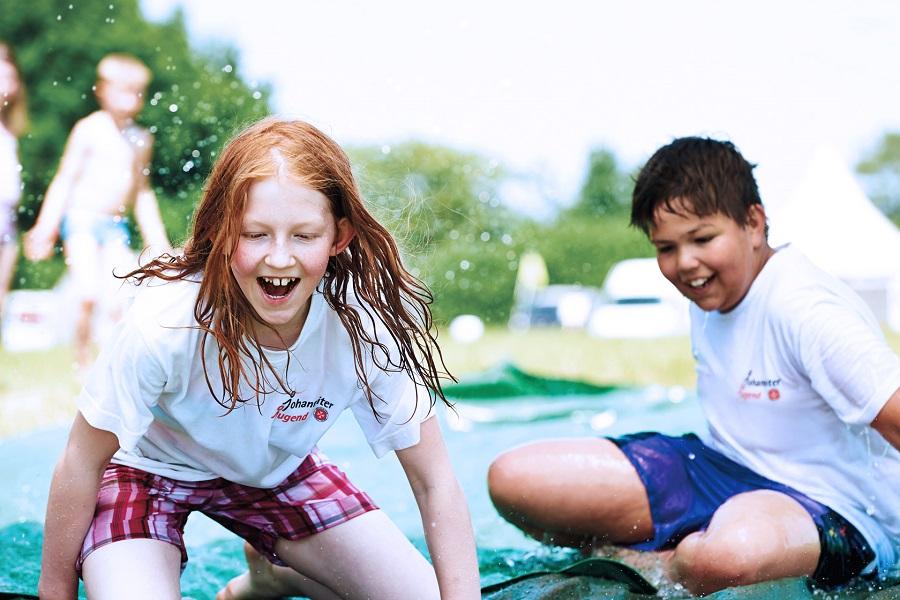 Johanniter-Ferienprogramme für arme Kinder: öffnen Kinderherzen, schenken Selbstbewusstsein.