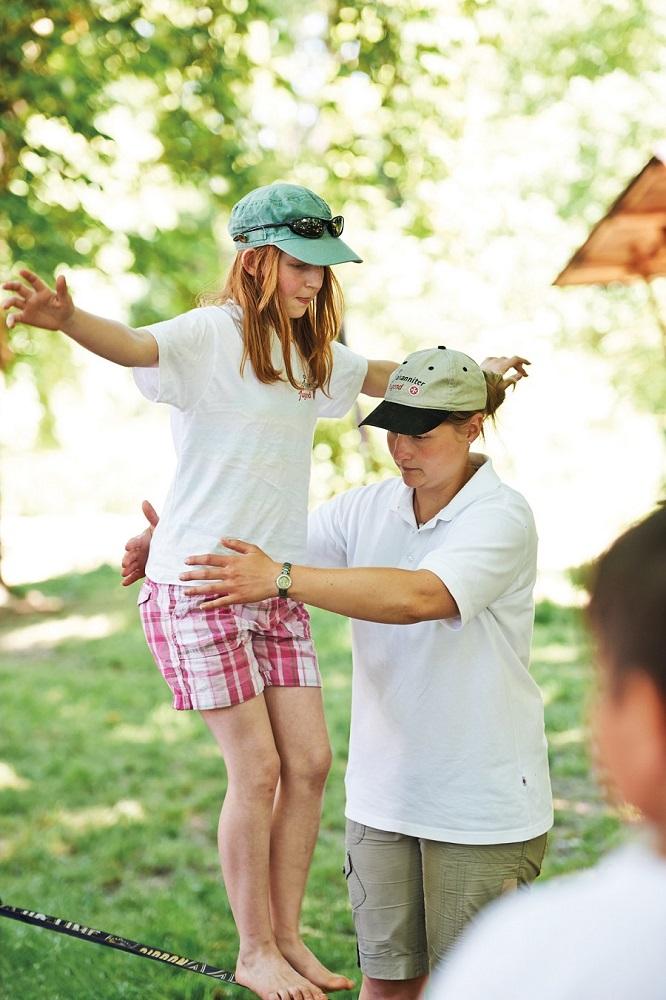 Wie wertvoll es ist, sich gemeinsam helfen und Teamwork erfahren die Jugendlichen.