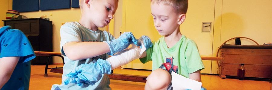Bei den Ersthelfern von morgen in Dresden wird die Sozialkompetenz der Kinder gefördert.