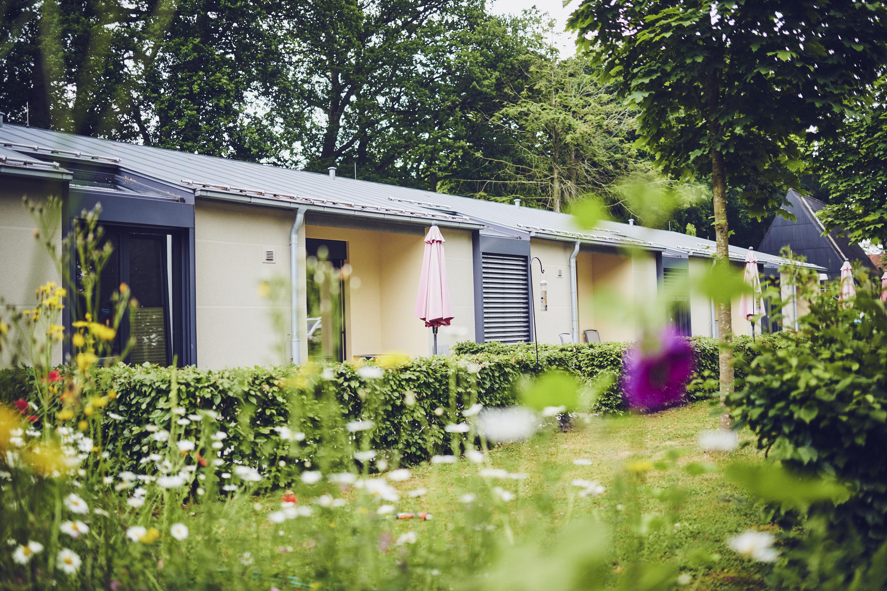 Blick auf die Terrassen der Gästezimmer im Johanniter-Hospiz in Bremen