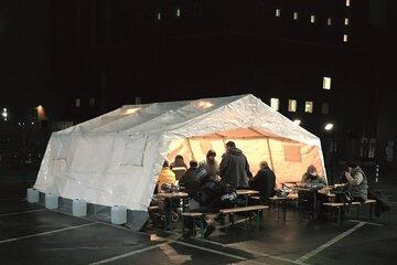 An sechs Standorten in NRW kümmern sich ehrenamtliche Johanniter-Kältehilfe-Teams um Menschen ohne Obdach.