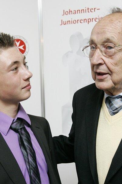 Daivd Mockrowski und Hans-Dietrich Genscher auf der Preisverleihung 2011