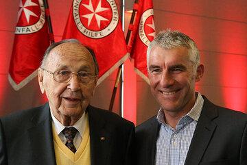 Hans-Dietrich Genscher und Mirko Slomka bei der Preisverleihung 2013