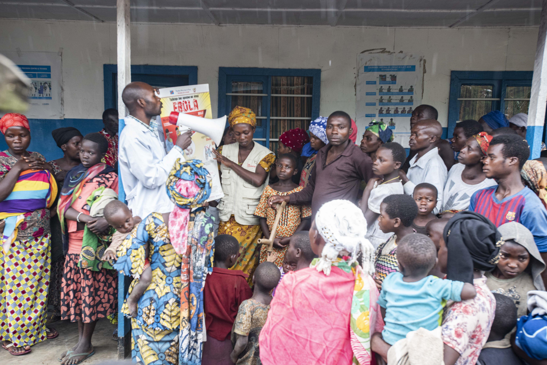 Johanniter staff members inform about Ebola