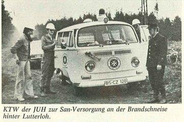 Helfer der Johanniter beim Einsatz während des Brands der Heide 1976 in Niedersachsen.