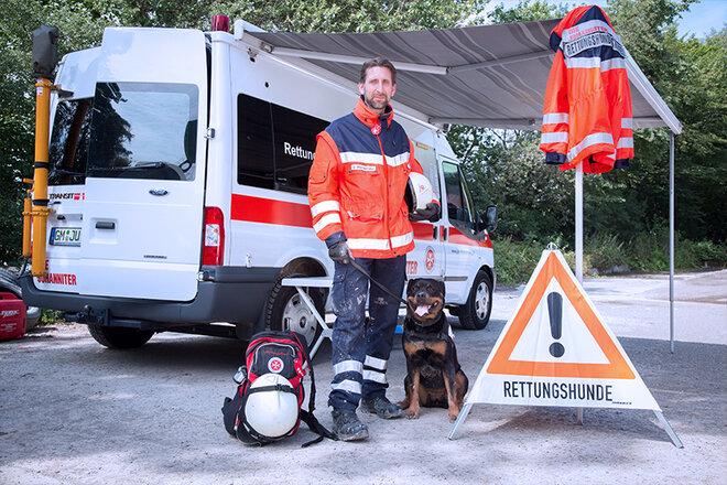 Rettungshundestaffelteam: Mensch und Hund bilden eine Einheit
