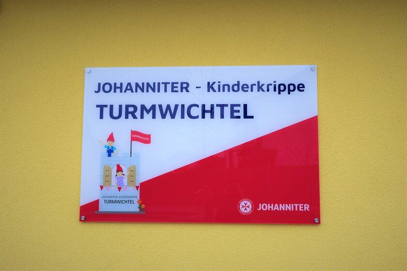 """Schild am Eingang der Kindertageseinrichtung Johanniter-Kinderkrippe """"Turmwichtel"""" Bad Abbach"""