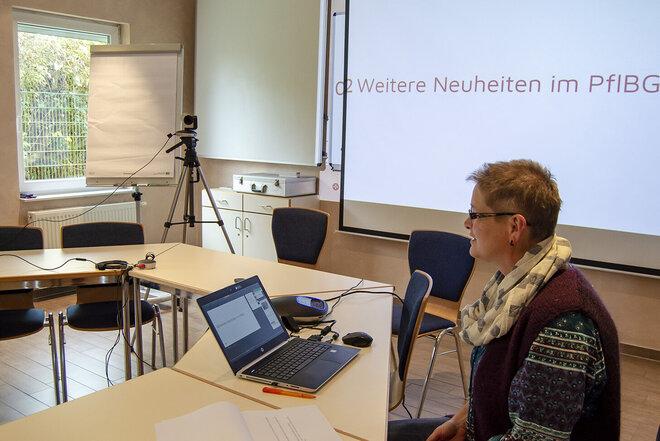 Urte Speckenbach bildet Praxisanleitende im Pflegebereich weiter