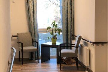 Möbel einer Sitzgruppe im Wohnbereichs des Johanniter-Seniorenzentrums