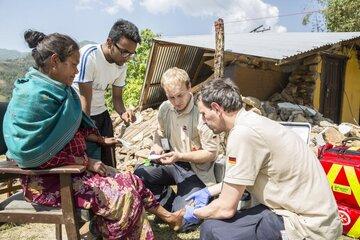 Johanniter bei einem Einsatz in Nepal.