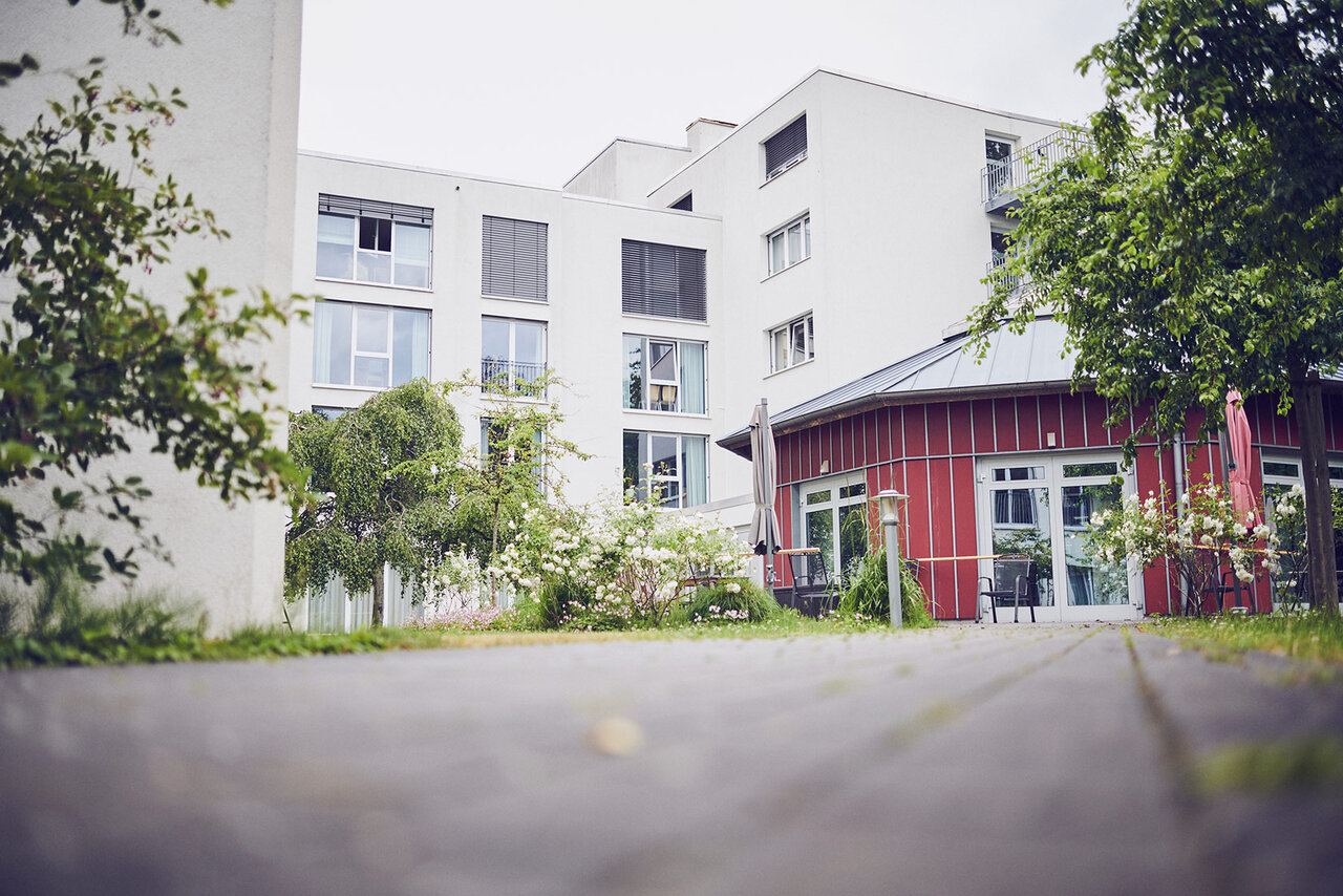Roter Pavillon im Garten des Johanniterhaus Bremen in Horn.