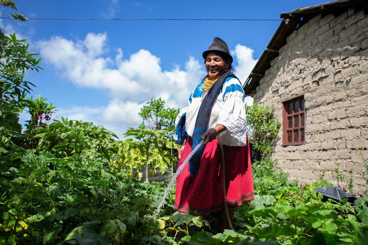 Indigene Kleinbäuerin in Ecuador