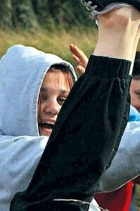 Neben Erste-Hilfe-Übungen machen die Kids Ausflüge in die Natur oder sie schauen sich eine Rettungsstelle an.