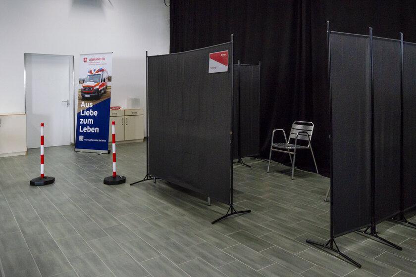 Ab Mittwoch erweitert die Johanniter-Unfall-Hilfe ihr Testangebot und hat dafür die Fahrzeughalle zur Teststelle umfunktioniert.