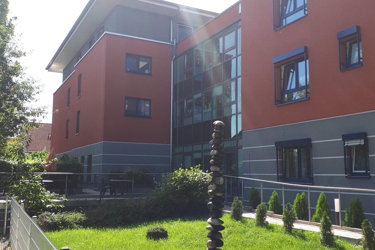 Terrasse und Garten des Johanniter-Haus Pleidelsheim