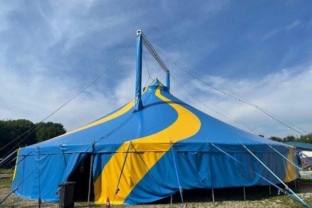Zirkuszelt in Dernau aufgebaut