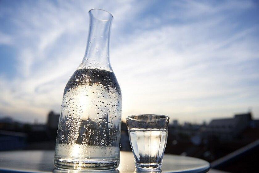 Viel trinken an heißen Tagen.