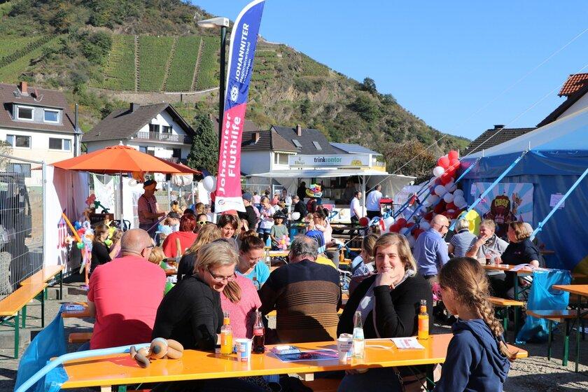 Familienfest am Zirkuszelt JUHte Laune.