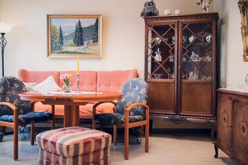 Gemütlich eingerichtete Aufenthaltsraum im Johanneshaus Empelde bei Hannover