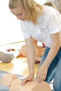 Die Herzensretter-Kurse der Johanniter werden von ausgebildeten Gleichaltrigen durchgeführt.