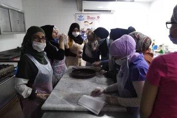 Jugendliche in einer Küche