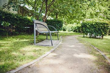 Gartenbank im Garten des Johanniter-Stiftes Wuppertal