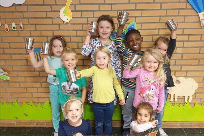 In der Kita Traumland freuen sich die Kinder über die neuen umweltfreundlichen Becher.