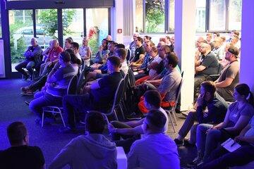 Zahlreiche Teilnehmer bei der RD Lounge.
