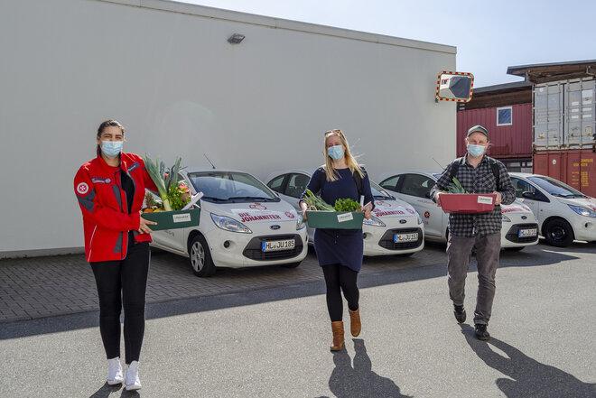 Mit vollgepackten Gemüsekörben wollen Sandra David, Julika Hellberg und Kenny Siggelkow von der Ambulanten Kinder- und Jugendhilfe Lust auf gesunde Ernährung machen.
