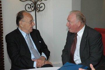 Hans-Dietrich Genscher und Hans-Peter von Kirchbach bei der Ehrung der Preisträger 2009