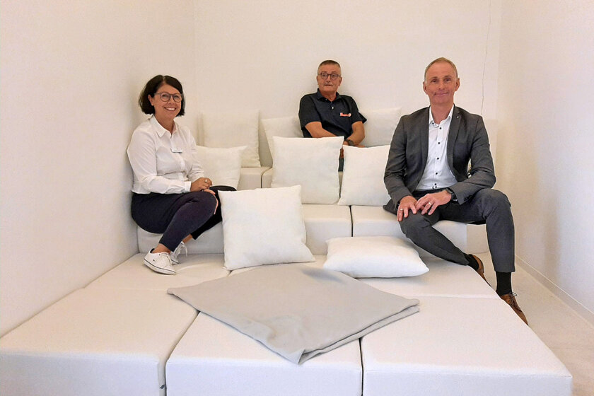 Jörg Niemeyer, Leiter der KSN für den Marktbereich Nörten-Hardenberg, Dienstellenleiter Bernward Kellner und Einrichtungsleitung Kathrin Große gemeinsam im Snoezelraum.