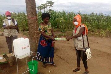 Bis zu 750 Haushalte erhalten Seife und Wasserkanister für bessere Handhygiene.