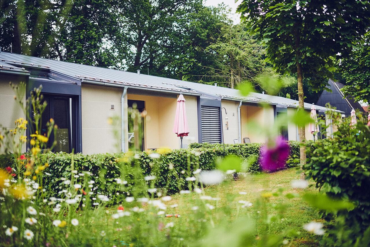 Terrassen der Zimmer mit Blick in den Garten