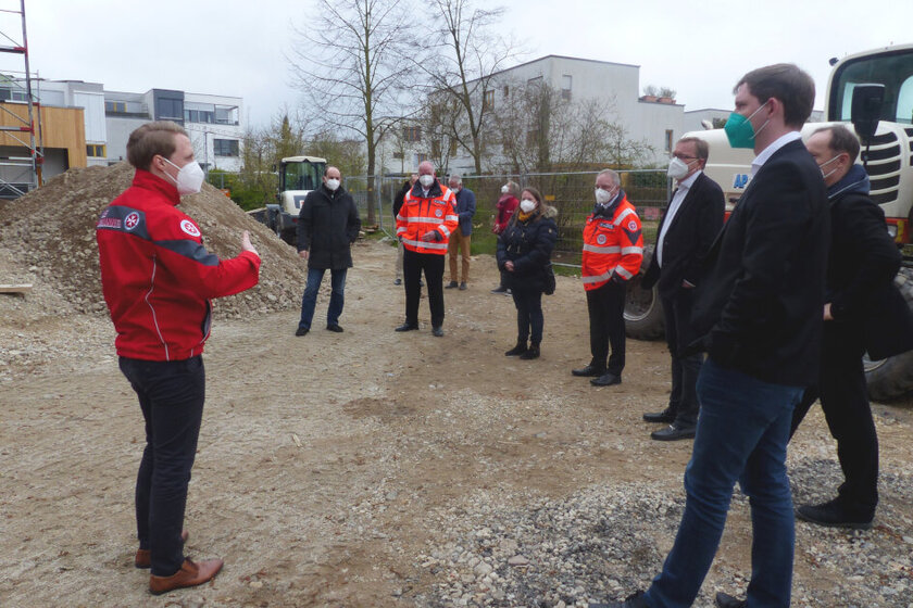 Baustellenbegehung des Neubaus der Kindertageseinrichtung Biberbande auf der Bamberger-Erba-Insel mit Bambergs Oberbürgermeister Andreas Starke