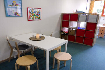 Sitzmöglichkeiten für gemeinsame Gespräche und gemütliches Beisammensitzen.
